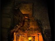 Eingang-zur-Grabkammer-a27203746
